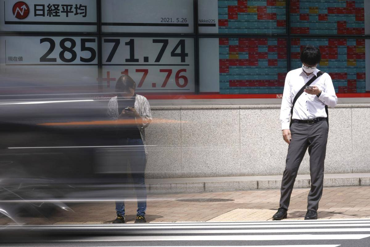 Asian shares advance as investors await US growth data
